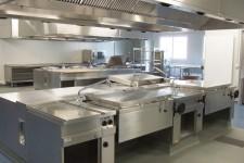 Koch- und Bratstrecke mit energiesparender Lüftung